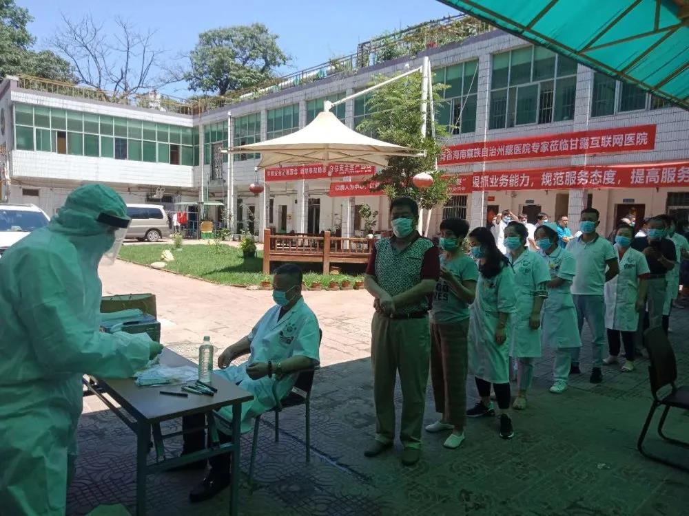 西安雁塔甘露医院开展在院职工核酸检测采样工作